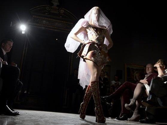 Vivienne Westwood zeigte ihre Haute Couture im Wiener KHM