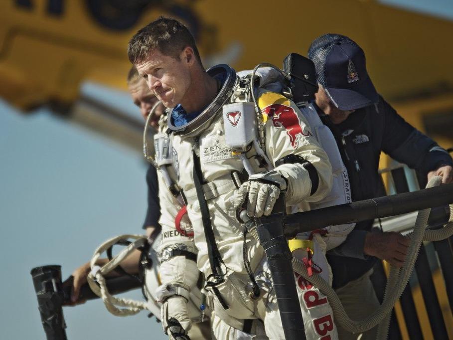 Der Salzburger Extremsportler Felix Baumgarte nach dem Abbruch des geplanten Final-Sprungs des Projekt Stratos.