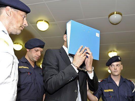 Der Angeklagte Lotfi D. beim Prozess um den Fesselmord in der Innenstadt