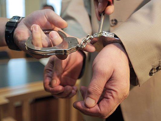 Der Betrüger wurde von der WEGA in der Innenstadt festgenommen