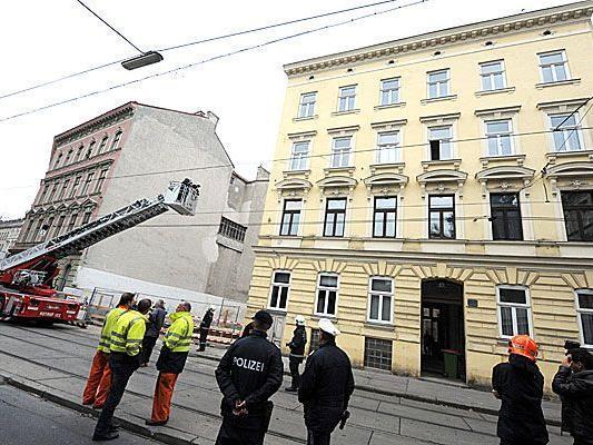 Dieses dreistöckige Zinshaus auf der Jörgerstraße in Hernals wurde evakuiert