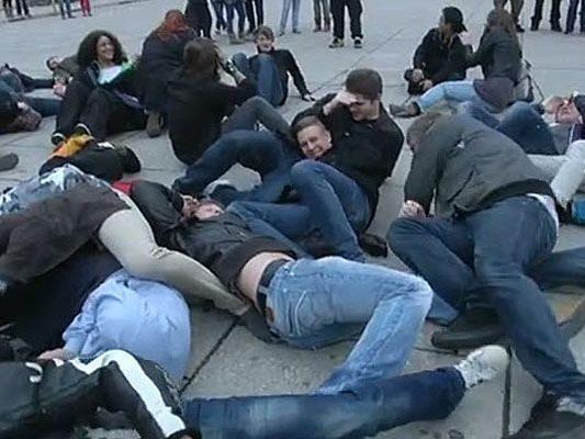 """So sieht ein Flashmob zum Thema """"Heinzeling"""" im MuseumsQuartier aus"""