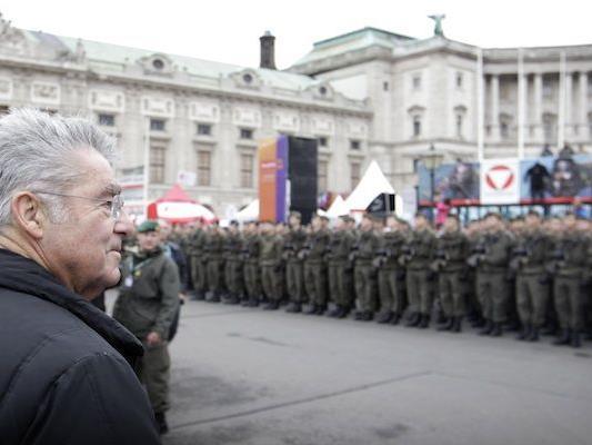 Bundespräsident Heinz Fischer am Nationalfeiertag am Heldenplatz