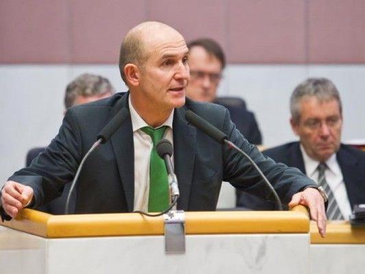 VP-Hofer sieht sich der Oppositions-Kritik ausgesetzt.