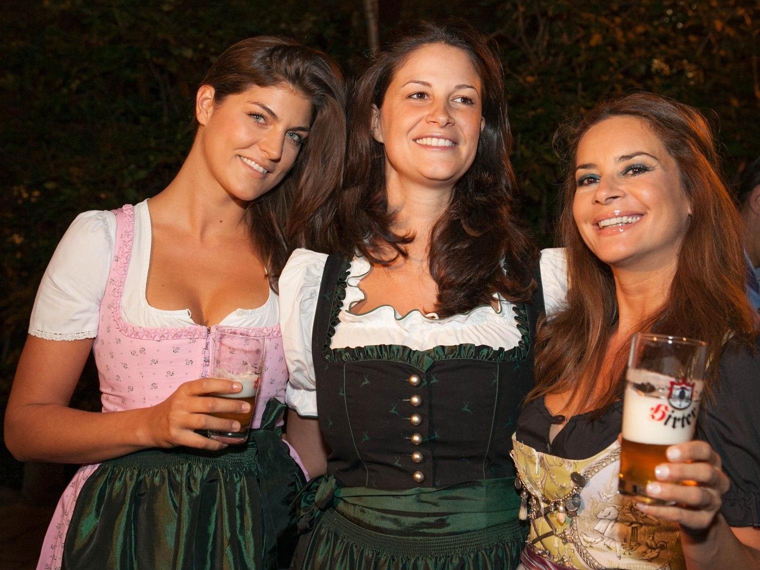 Anna huber und Gitta Saxx feierten bei der Moser Milani Weißwurstparty mit.