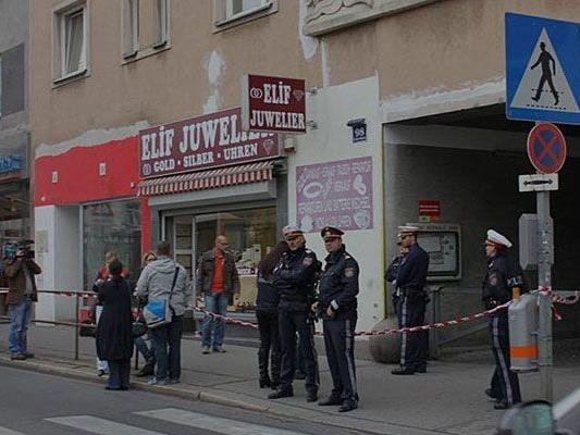 Nach dem Überfall vor dem Juwelier-Geschäft in Wien-Hernals