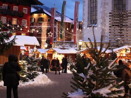 Das Salzkammergut bringt sein Adventdorf in die Wiener Ringstrassen Galerien.