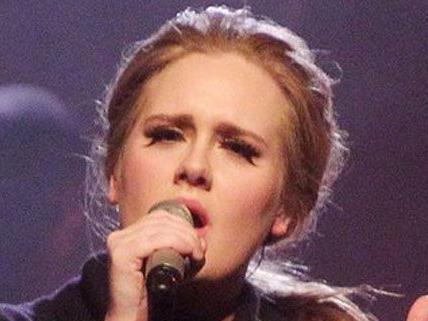 Sängerin Adele ist am Freitag Mutter geworden.