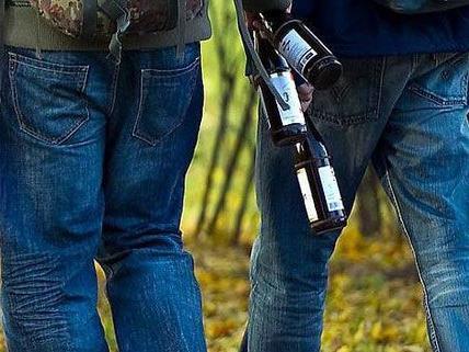 Mit einer Bierflasche wurde ein Mann im Streit geschlagen und verletzt.
