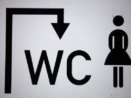 In einem Lokal in Wien können die Damen von der Herrentoilette aus beobachtet werden.