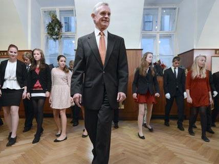 Seit 25 Jahren leitet Thomas Schäfer-Elmayr die Tanzschule in Wien.