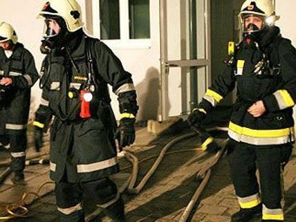 Mann bei Zimmerbrand in Wien-Donaustadt schwer verletzt