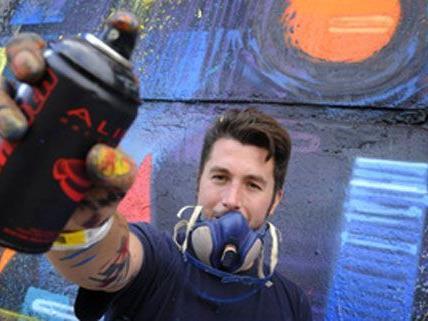 Die Gemeinde Wien solle ihre Gebäude von Graffiti befreien, findet die Opposition.