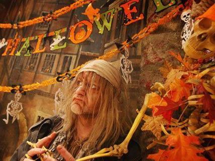 """Aus """"Süßes oder Saures?"""" kann an Halloween oft auch bitterer Ernst werden."""