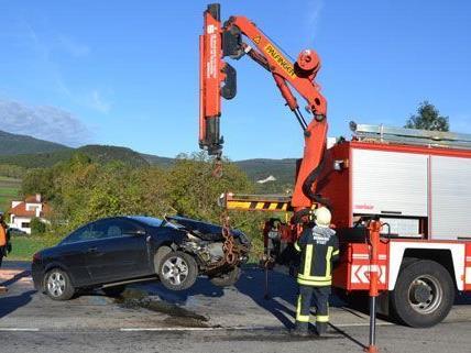 Bei dem Unfall am Montag wurde die Lenkerin des beteiligten PKWs verletzt.