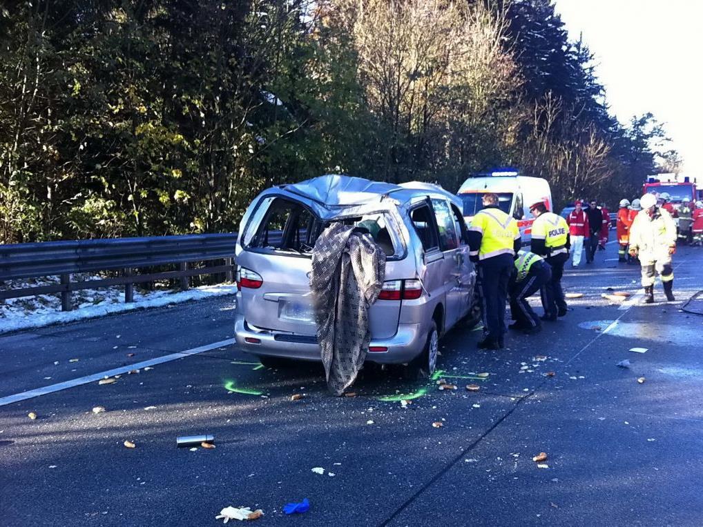 Die A1 musste wegen der Landung des Notarzthubschraubers für rund 45 Minuten total gesperrt werden.