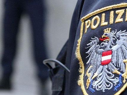 Bis zum Eintreffen der Polizei hielten der Jugendliche und seine Eltern die Täter fest.
