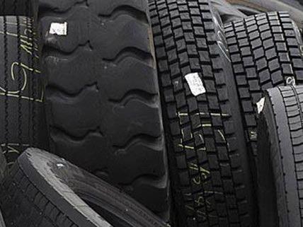 Gestohlene Reifen wurden im Kastenwagen der mutmaßlichen Diebe gefunden.