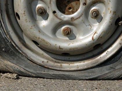 in Wien-Ottakring wurde zwölf Pendlern die Luft aus den Reifen gelassen.