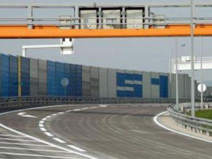 Mehr Lärm- und Abgasschutz wird für die Anrainer der S1 in Essling gefordert.