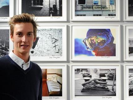 Die Werke von Gregor Schlierenzauer werden ausgestellt und zum Kauf angeboten.