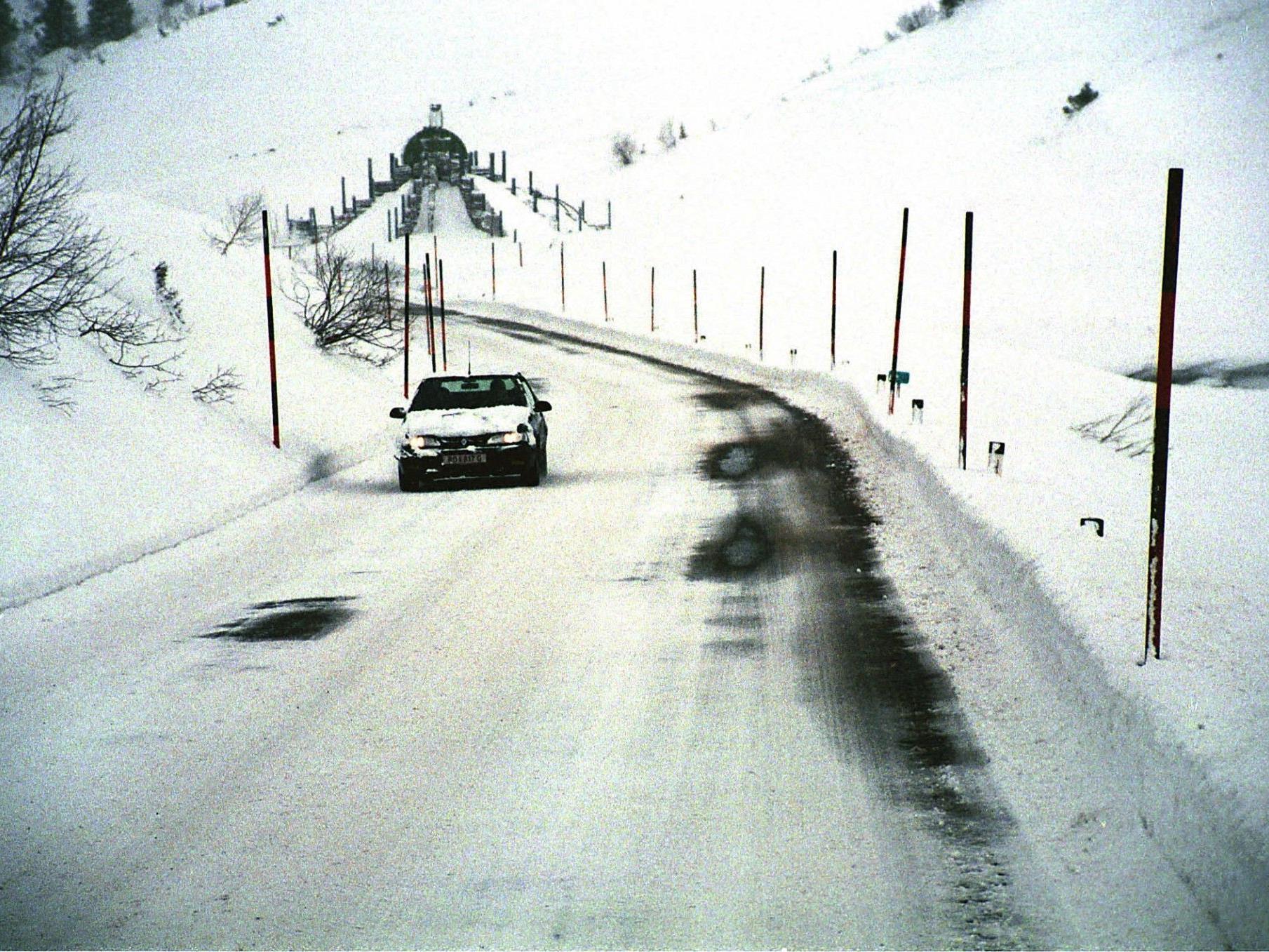 40 solcher Schneestangen riss der 18-Jährige in St. Michael aus.