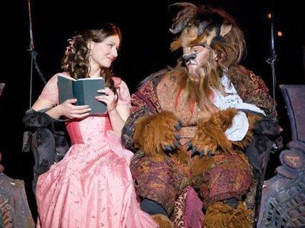 """Die Disney-Geschichte """"Die Schöne und das Biest"""" wird als Musical in der Stadthalle gezeigt."""