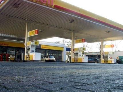 In Niederösterreich wurden zwei Tankstellen in einer Nacht überfallen
