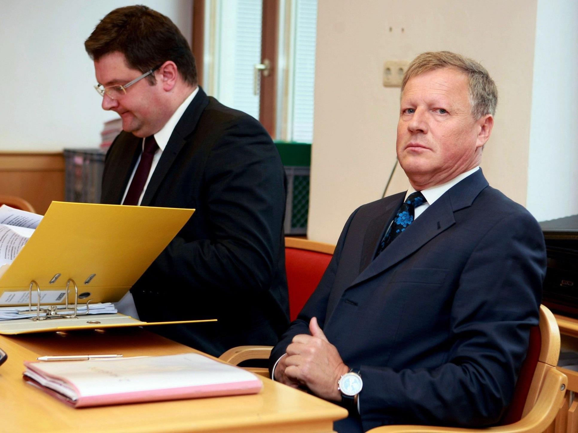 Der ehemalige oberösterreichische ÖVP-Landtagsabgeordnete Otto Gumpinger (rechts im Bild).