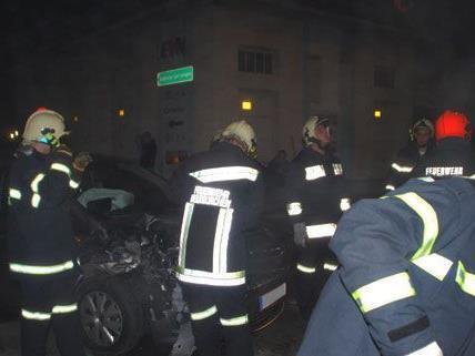 NÖ/ Bez. NK: Schwerer Verkehrsunfall im Stadtgebiet fordert 3 Verletzte