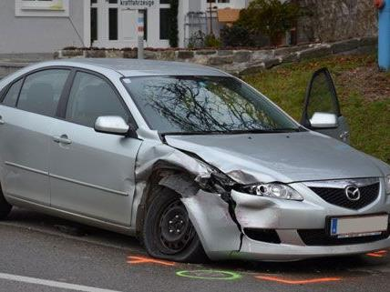 Zwei Personen wurden am Freitag bei dem Unfall auf der B18 verletzt.