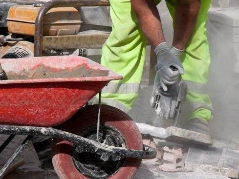 Tödlicher Unfall an Wiener Baustelle - Rigipsplatte traf Mann am Hals