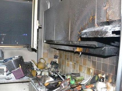 66 Feuerwehrleute waren bei dem Wohnungsbrand in Hochegg im Einsatz.
