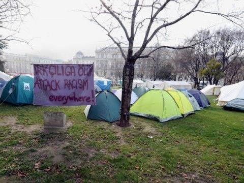 Das Camp im Sigmund-Freud-Park soll trotz Kälte aufrecht erhalten werden.