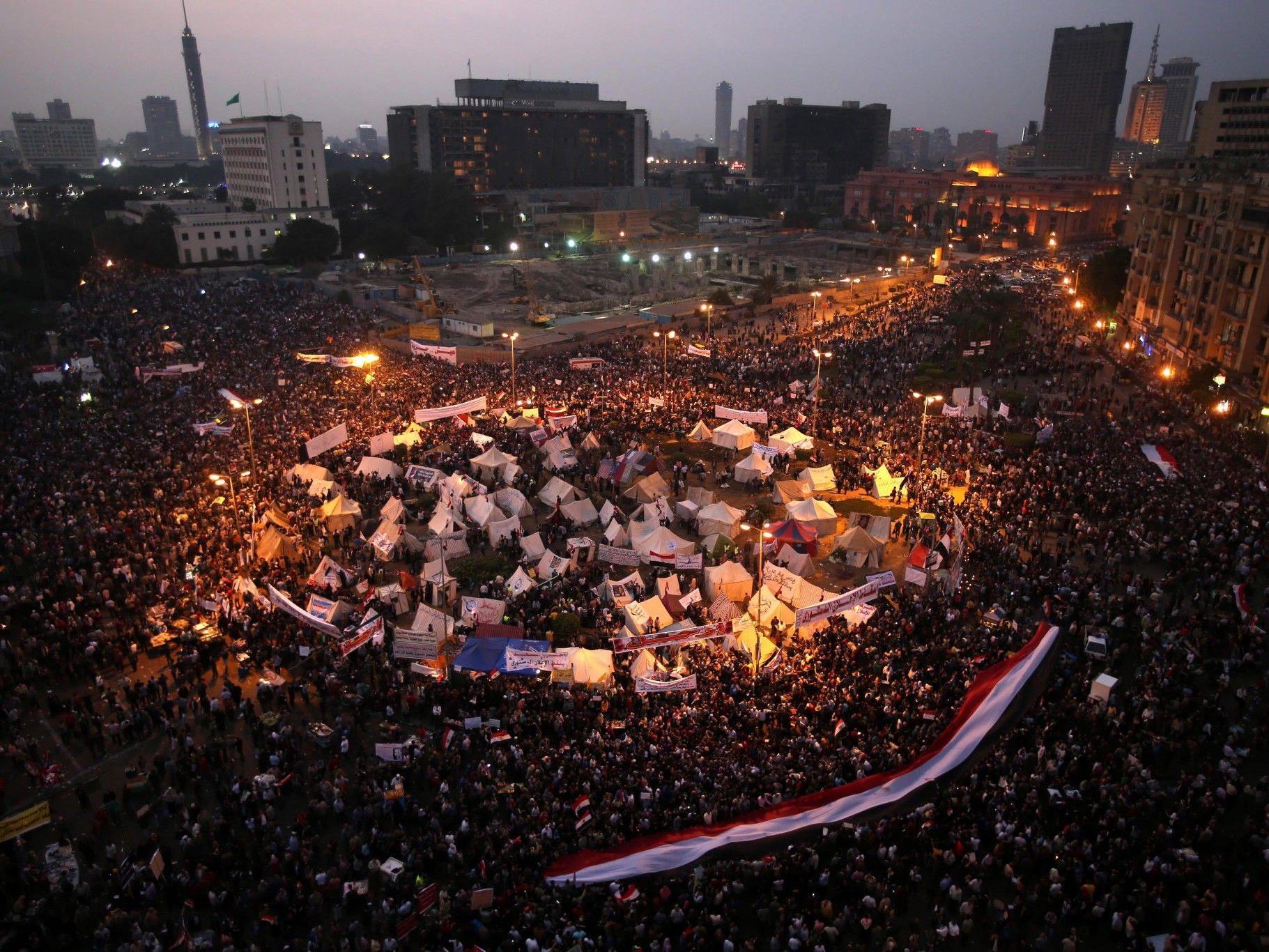 Über 200.000 Gegner protestierten am Dienstag auf dem Tahrir-Platz in Kairo.