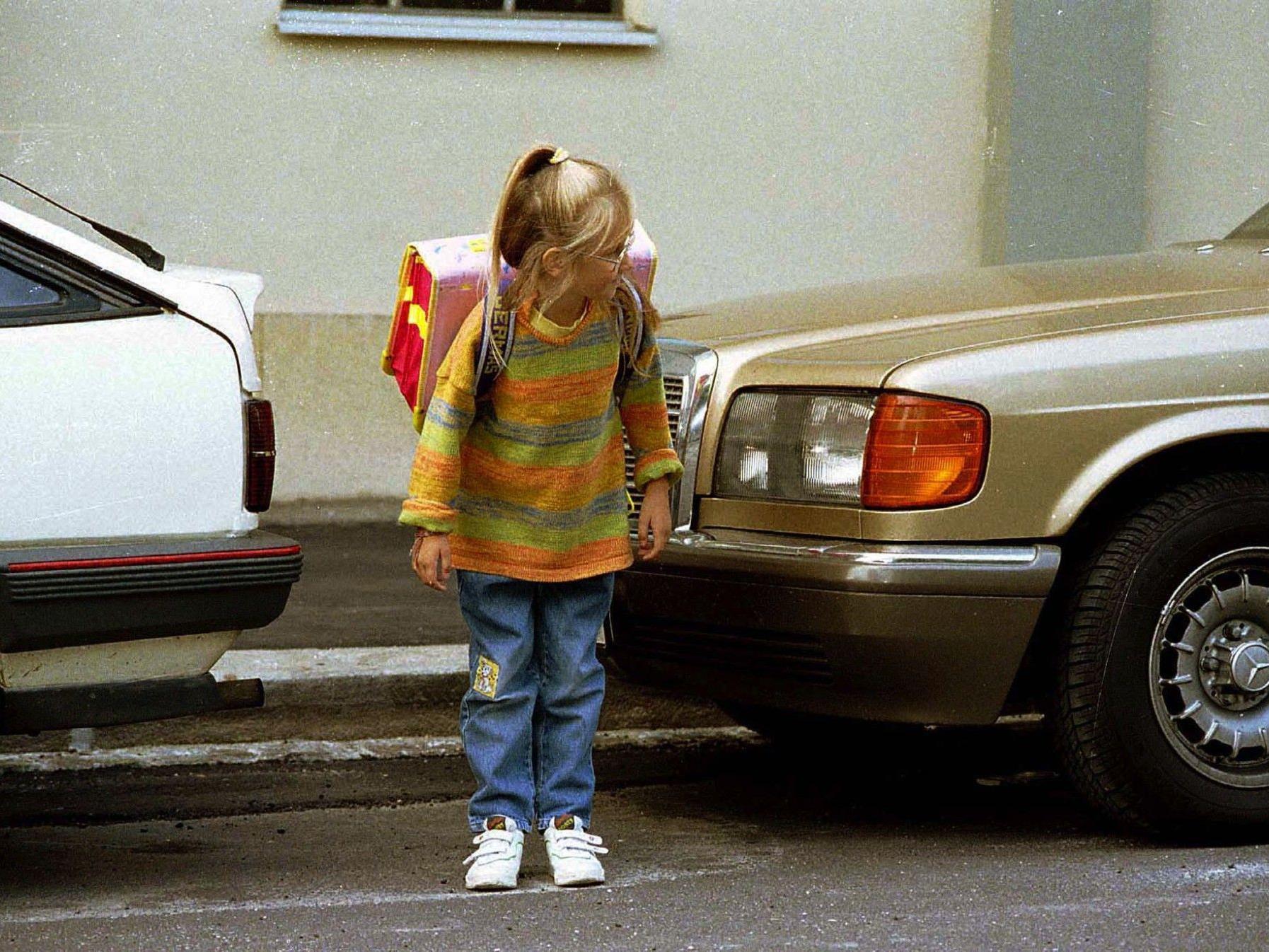 In Wels wurde eine Siebejährige verletzt, im Bez. Ried im Innkreis zwei 13-Jährige.