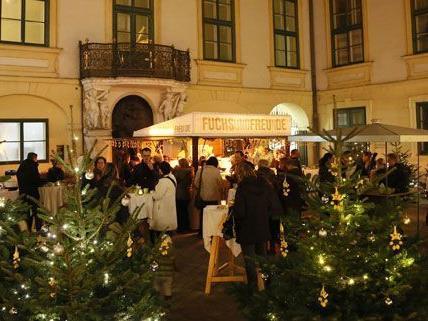 Am Mittwochabend wurde der karikative Punschstand im Alten Rathaus eröffnet.