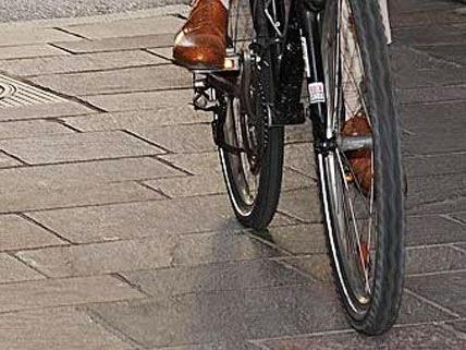Zusammenstoß zwischen Taxi und Radfahrer am Sonntag in Wien.