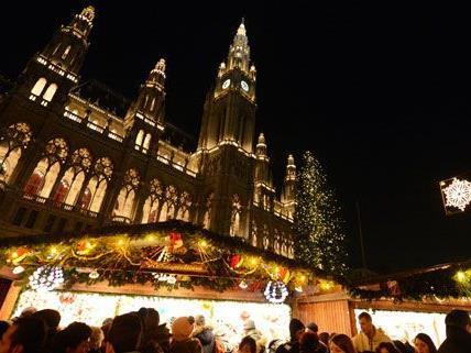 90 Chöre nehmen beim internationalen Adventsingen im Rathaus teil.