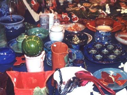 Souvenirs und Geschenkartikel aus zahlreichen Ländern sind am 1. Dezember erhältlich.