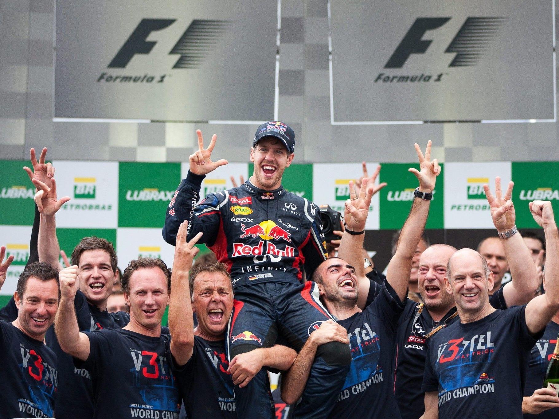 Sebastian Vettel nach seinem Hattrick-Triumph in Sao Paulo.