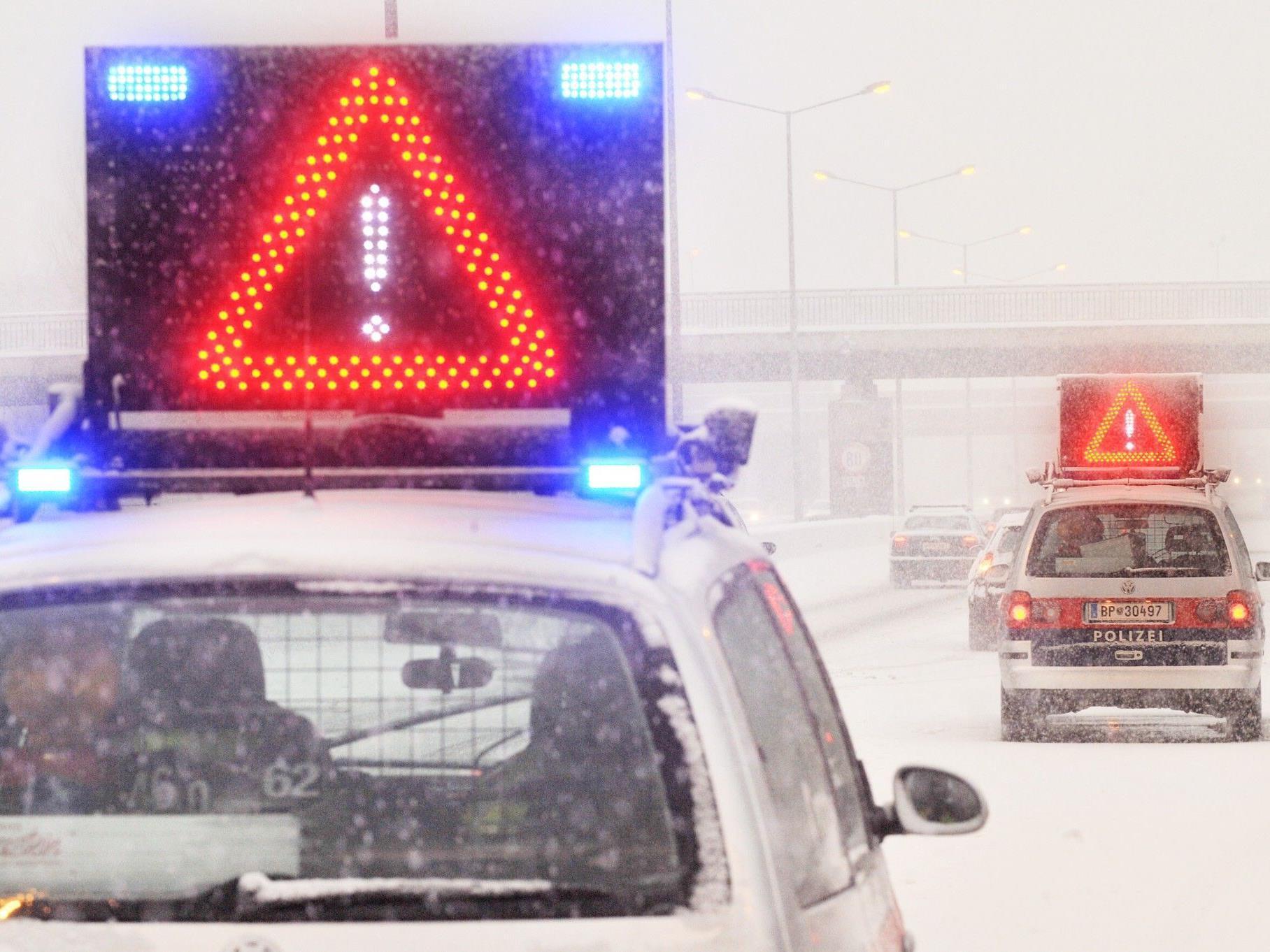 Kurzfristige Sperren auf A21 aufgrund von Schneefall