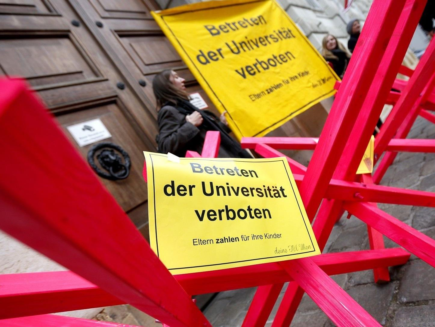 Rund 350 Demonstranten gingen am Mittwoch auf die Straße.