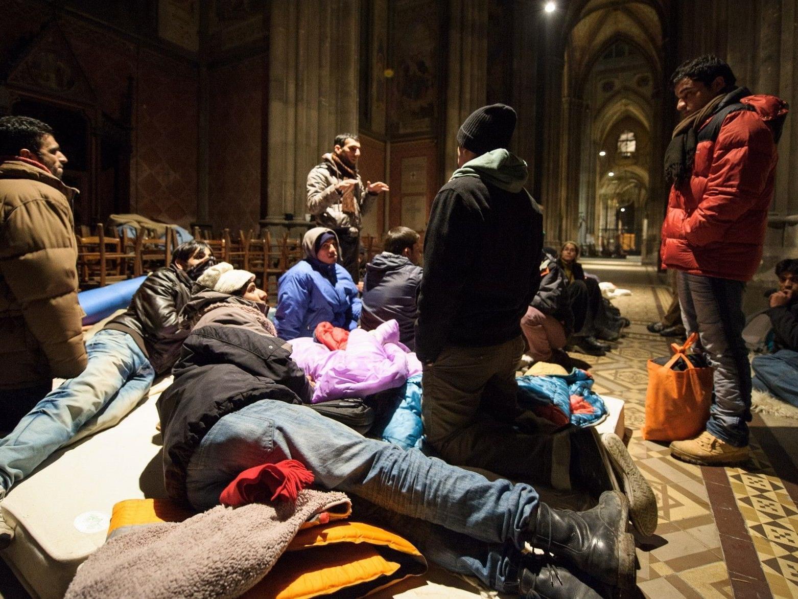 Flüchtlinge bleiben in Votivkirche