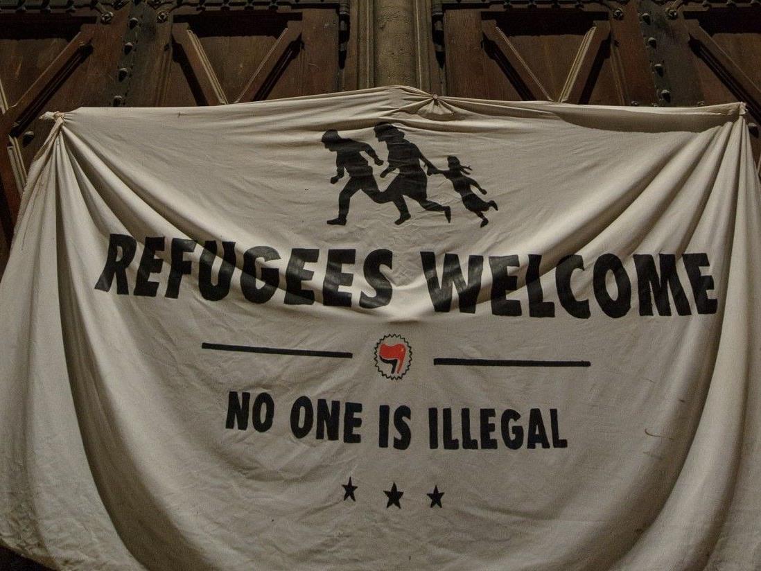 40 der Flüchtlinge, die sich in der Votivkirche aufhielten, übersiedelten am Montag in Caritas-Notquartiere.