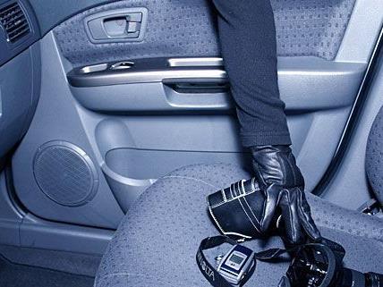 Auto-Einbrecher versuchten in Wien-Fünfhaus, einen Pkw aufzubrechen