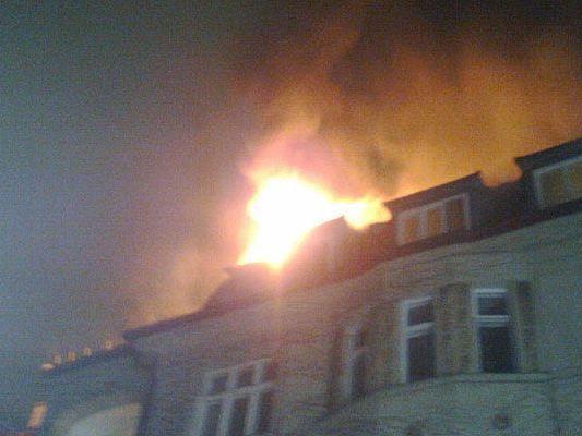 Weithin sichtbar waren die Flammen bei dem Dach-Brand in Währing