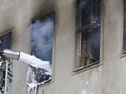 Bei einem Wohnungsbrand in Lanzendorf wurde ein Ehepaar verletzt