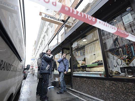Nach dem Juwelier-Überfall in der Kaiserstraße wird nach den Tätern gesucht
