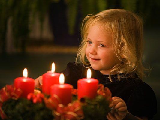 Wenn alle vier Adventkranz-Kerzen brennen, können Kinder das Christkind schon nicht mehr erwarten
